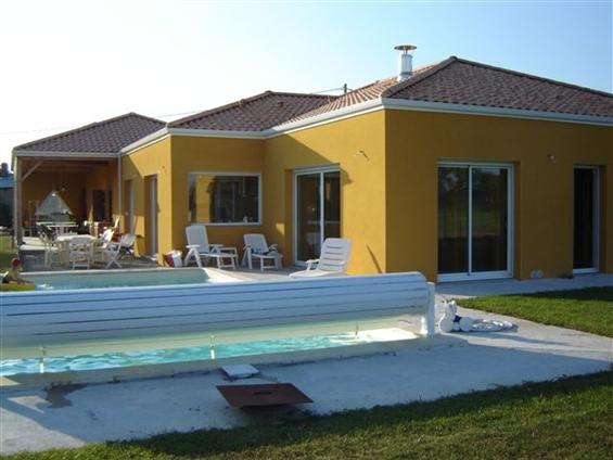 Maison neuve avec préau, couverture tuiles sur la commune de SAINT HILAIRE DE CHALEONS - 44680